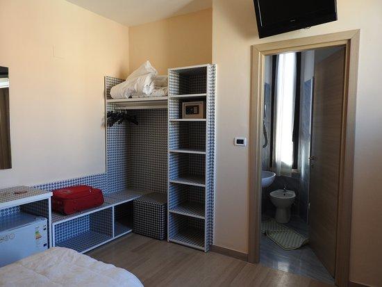 armadio a vista - Picture of Hotel Globo & Suite Sanremo, Sanremo ...