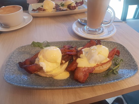 Eccles, UK: Eggs Benedict!
