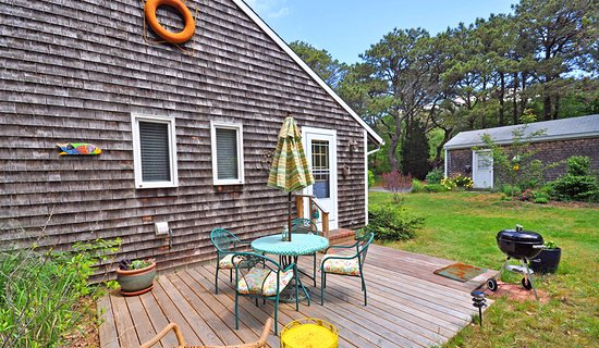 Cottage Guest Eastham, The Cherry Suite private deck with grill