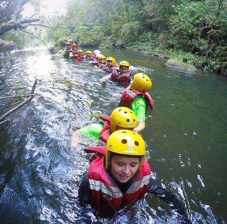 Jaguariaiva, PR: Fila indiana para chegar até a Cachoeira Véu da Noiva