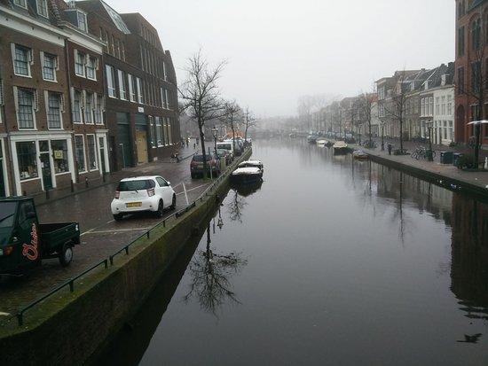City Hotel Nieuw Minerva: Canal in front