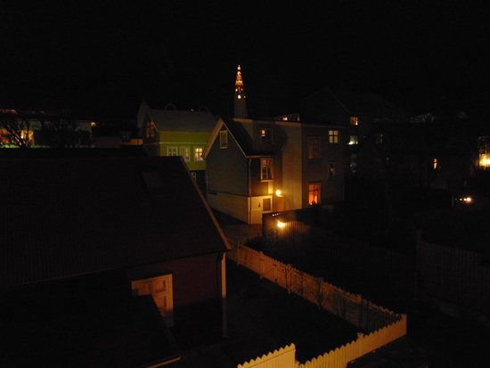 Luna Hotel Apartments: Night view to the church