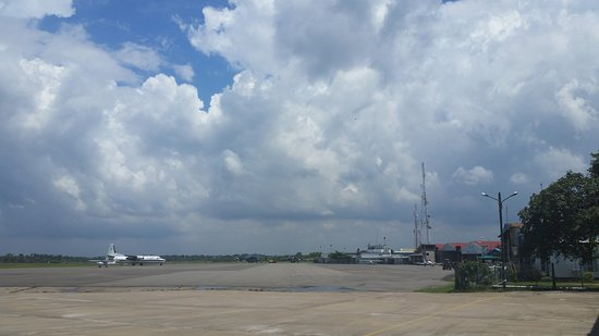 Ratmalana, Srí Lanka: Ratmala Air Port  civil domestic aircraft parking & hangaring area.