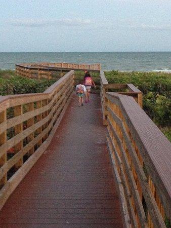 Sanibel Arms Condominiums: View down walkway to beach