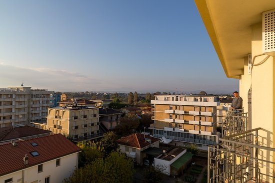 Hotel Montmartre: View from the balcony over Rimini.