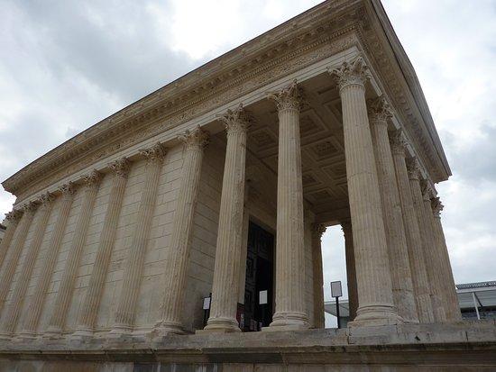 Office de Tourisme et des Congrès de Nîmes : La maison carée