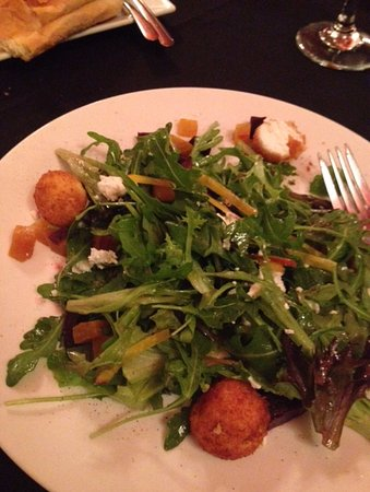 Old City House Inn and Restaurant: Beet and goat cheese salad! Yum!