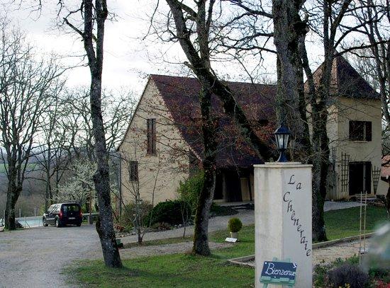 Payrac, فرنسا: Vue de la maison d'hôte depuis l'entrée