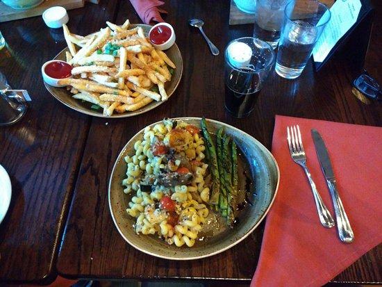 Stevenson, WA: Roasted Vegetable Cavatappi, Garlic Fries