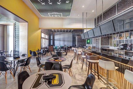 Cap Estate, Σάντα Λουσία: Score Sports Bar