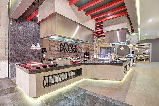 Cap Estate, Sta. Lucía: Gourmet Marché | International Buffet