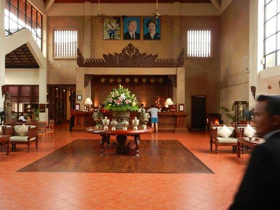 Angkor Palace Resort & Spa: Hall d'entrée