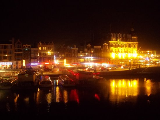 Hotel Old Quarter: By Night