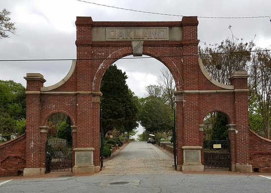 The main entrance to Oakland Cemetery
