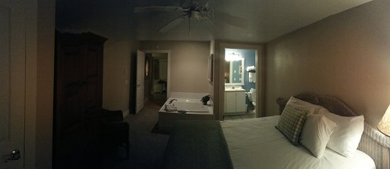 Ephraim, WI: bedroom