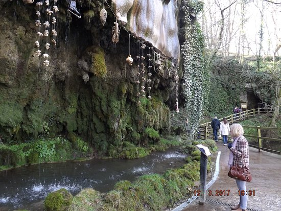 Mother Shipton's Cave and The Petrifying Well: well and cave in the background