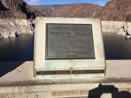 The state line between nevada and arizona runs through the for Hoover dam motor coach tour