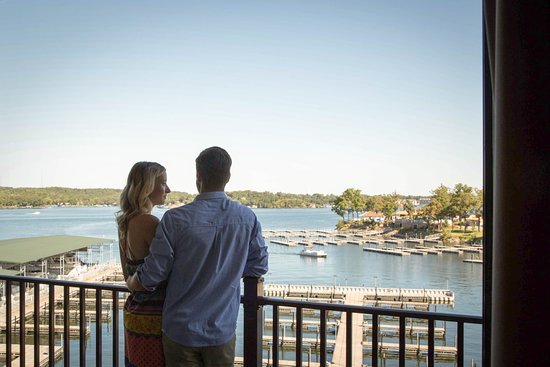 Lake Ozark, MO: Lake view suite with private balcony