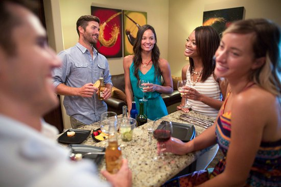 Lake Ozark, MO: Lake view suites have a living room with kitchenette
