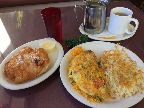 St Helen's of Washington: Vegetarian Omelette with hash browns & scone, and Numi Chamomile Lemon tea