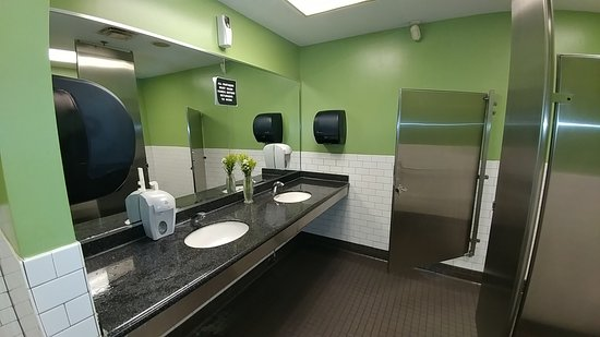 Central Market Cafe: Pretty clean restrooms.