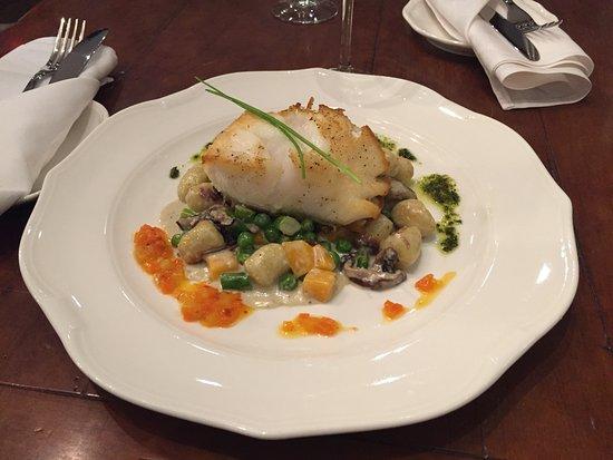 King City, Kanada: Simply delicious!  Chilean Sea Bass with Creamy Gnocchi.