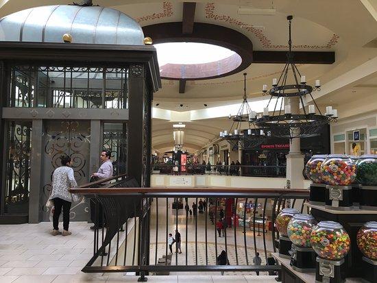Thousand Oaks, Kalifornia: Mall - Ascensor