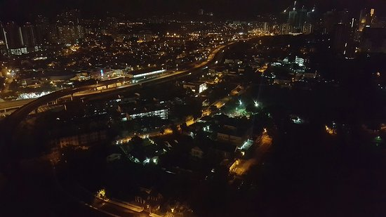 DoubleTree by Hilton Hotel Kuala Lumpur: Nighttime view from Room 2617