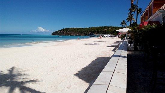 Sandals Grande Antigua Resort & Spa: View of the beach from Eleanor restaurant.