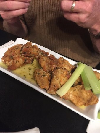 Cumberland, MD: garlic wings