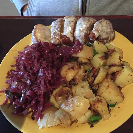 Freiberg's: Chicken Cordon Bleu with red cabbage and fried potatoes