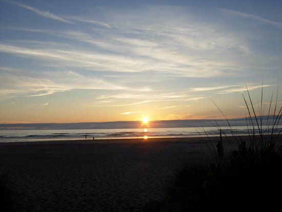 Waldport, OR: Sunset at Beachside