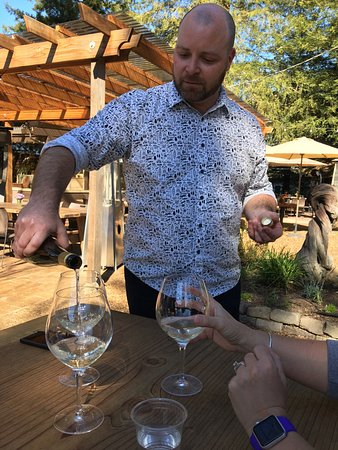 Forestville, CA: Excellent atmosphere for outdoor wine tasting. This place is on my top three.  It also provides