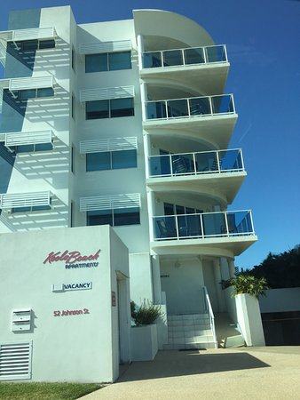 Koola Beach Apartments Bargara: The building with the entrance to the parking area on the right.
