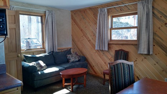 South Fork, CO: Cabin sitting area