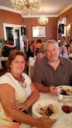 Cobourg, Canadá: Pete and Michelle enjoying dinner