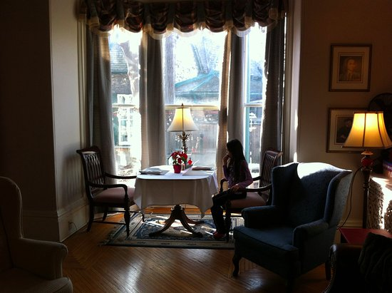 One of the two main rooms that comprise the dining area of the Hochelaga Inn.