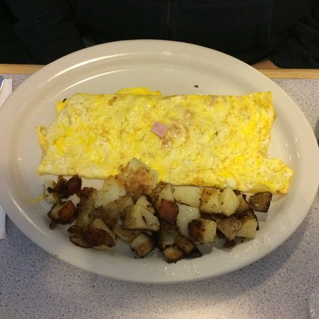 Westfield, MA: Ham and cheese omelette and home fries.