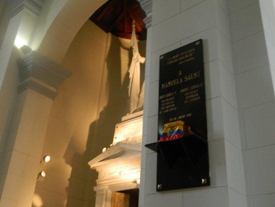 Panteón Nacional: RESTOS DE MANUELA SAENZ EL GRAN AMOR DE BOLIVAR