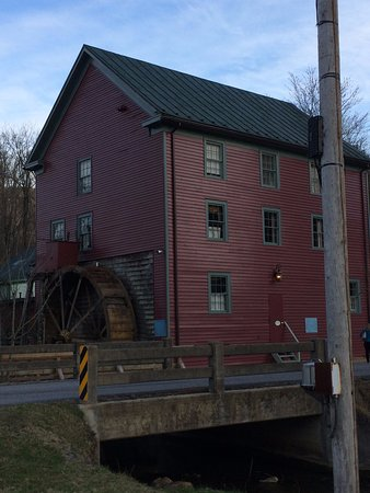 Warm Springs, VA: Waterwheel Restaurant