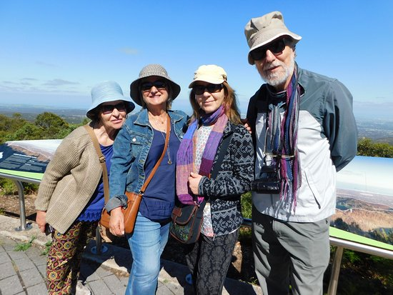 Adelaide Hills, Australië: Friends from Greece at the Summit of Adelaide