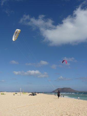Flag Beach Windsurf & Kitesurf Centre: Not a friendly Kiteshop to rental and kite