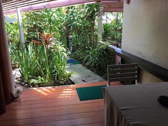 زانز سوشي ساموي: Front patio