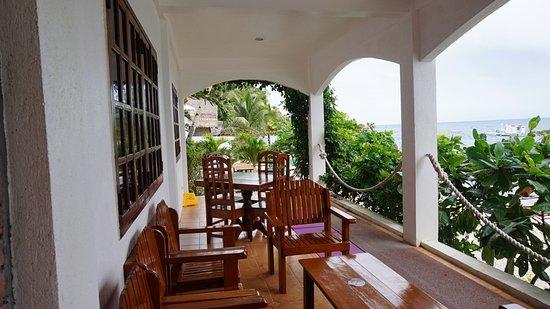 Sogod Bay Scuba Resort: Outdoor sitting area