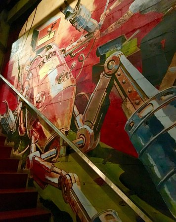 Ex Novo Brewing Co: Cool colorful mural on the wall going upstairs.