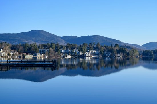 Hampton Inn & Suites Lake Placid: View from in front of the hotel of Mirror Lake