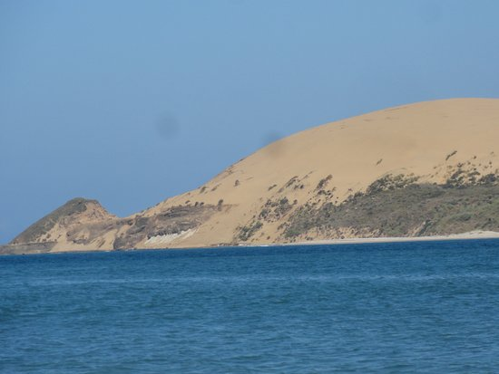 Omapere, Nueva Zelanda: View towards the large sand dunes at the Hokianga Harbour mouth
