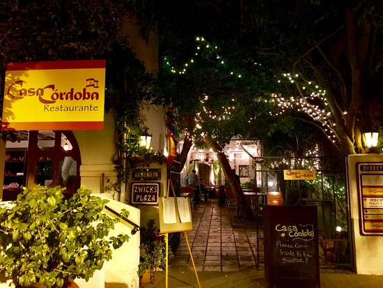 Montrose, CA: The Casa Cordoba entrance leads directly into the courtyard and outdoor seating area