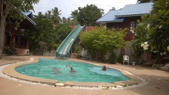 Tharathip Resort: Kids pool & the waterslide