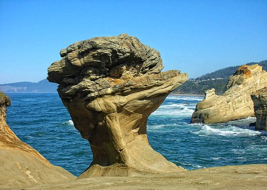 Pacific City, OR: Duckbill Rock forever remendered (no thanks to the vandals that destroyed it)